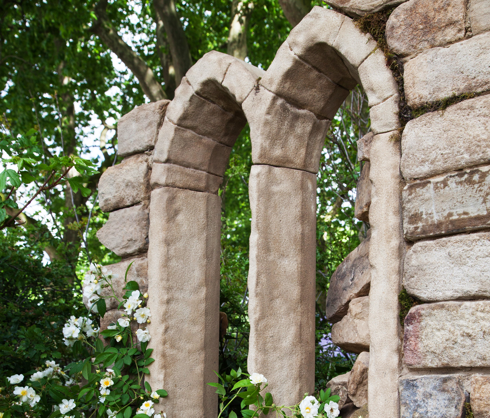 Stone-arch-Welcome-to-Yorkshire-Garden-6